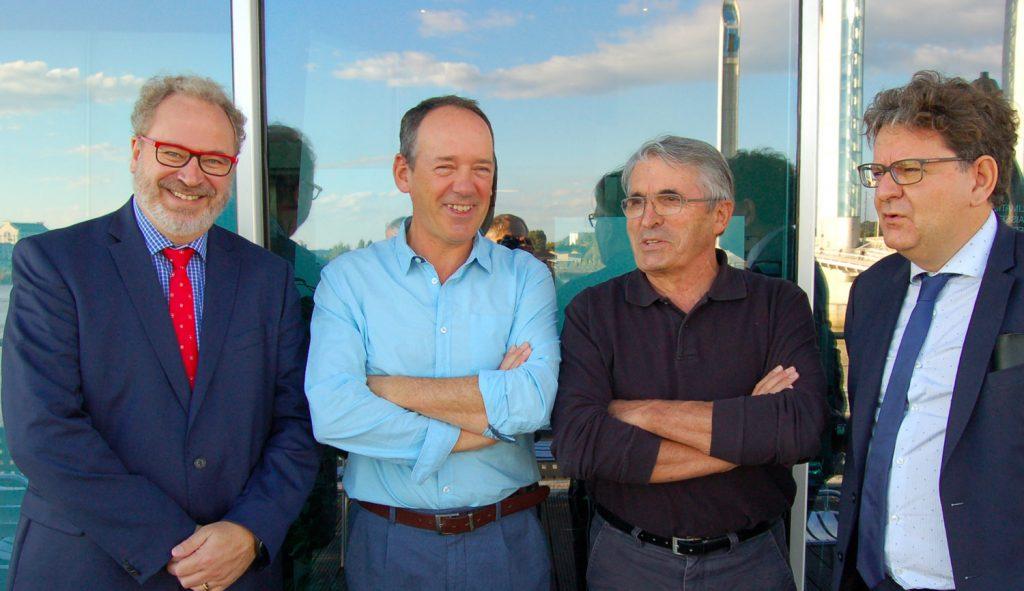 Ci dessus au centre Christophe MULLE, directeur de Bordeaux Neurocampus et Bernard ALAUX, directeur de Cap Sciences, à droite Dominique REBIERE, délégué régional à la recherche et à la technologie (DRRT) et Thierry THEVENIN son adjoint.