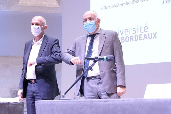 Signature de la convention entre l'université de Bordeaux et le CNRS